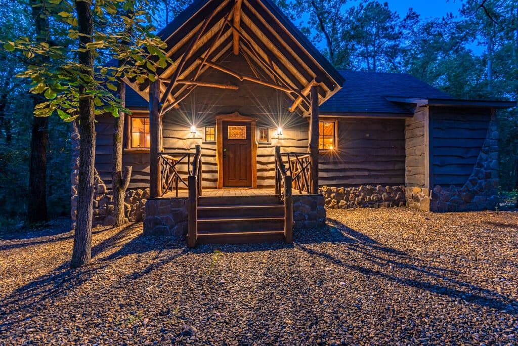 Picture of a romantic cabin in Broken Bow.
